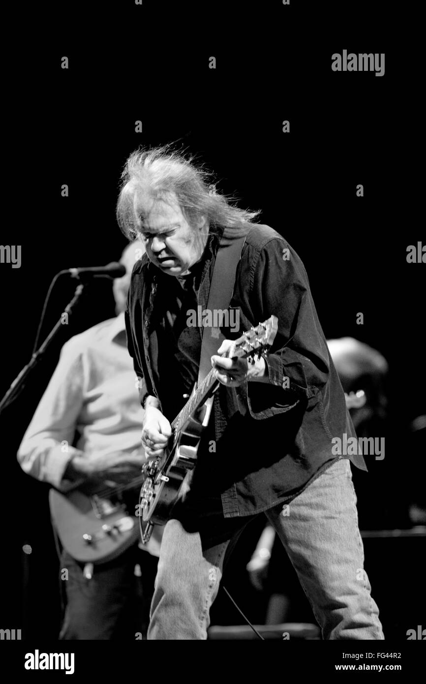 Neil Young performing on the Pyramid stage, Glastonbury Festival 2009, Somerset, England, United Kingdom. - Stock Image