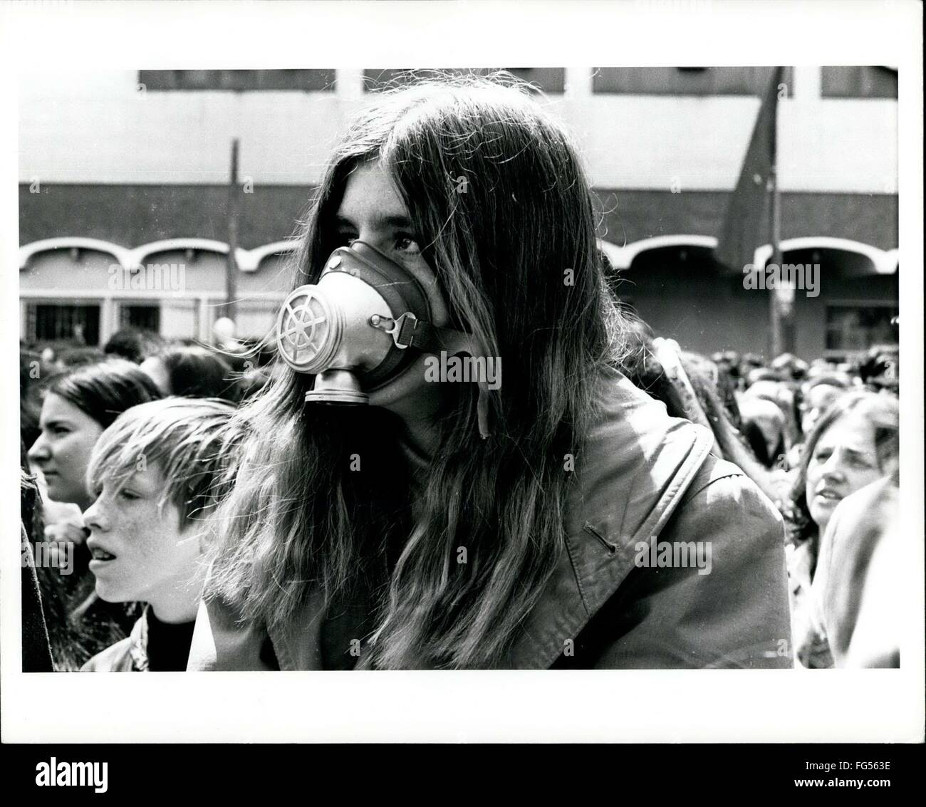 1970 - Earth Day-New York April 22, 1970 Air pollution gas mask concert hippie © Keystone Pictures USA/ZUMAPRESS.com/Alamy - Stock Image