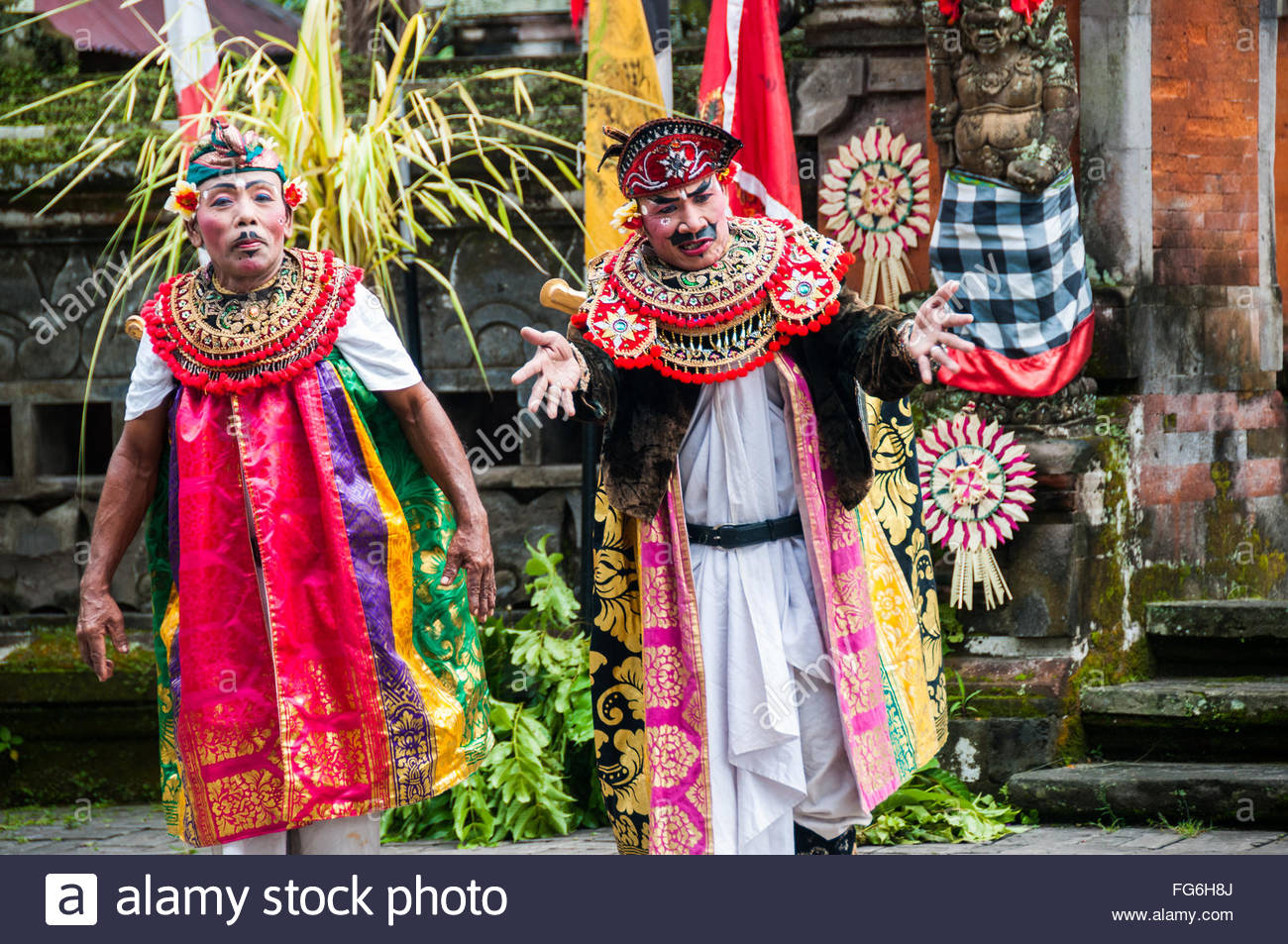 Dewi Kunti servants on stage at the Batubulan Barong dance performance, Bali, Indonesia - Stock Image
