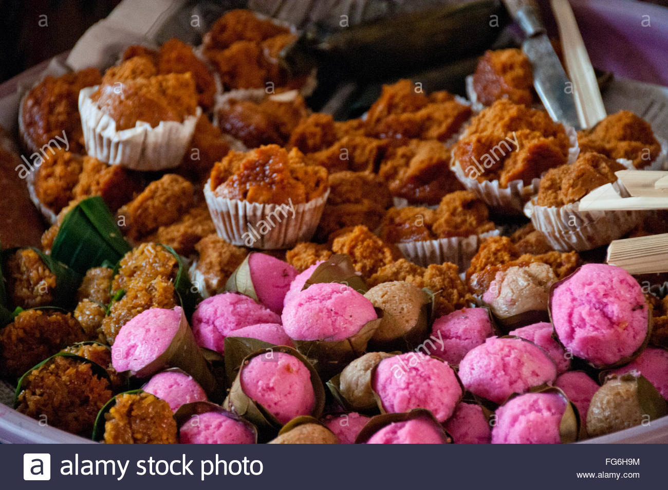 Colorful cakes on sale at the produce market in Ubud, Bali - Stock Image