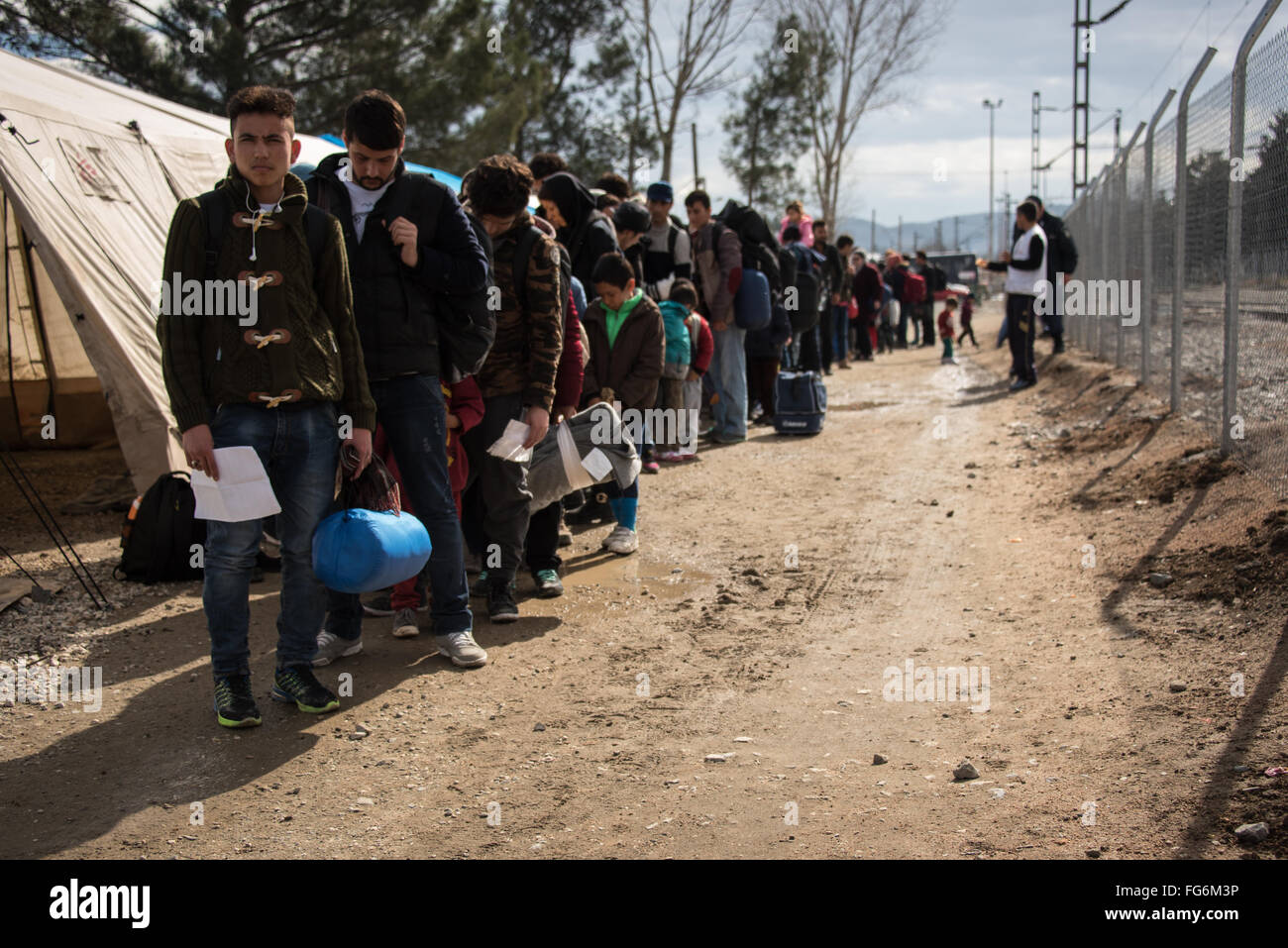 Asylum-seekers waiting in Idomeni Refugee camp to cross the Macedonian border. - Stock Image