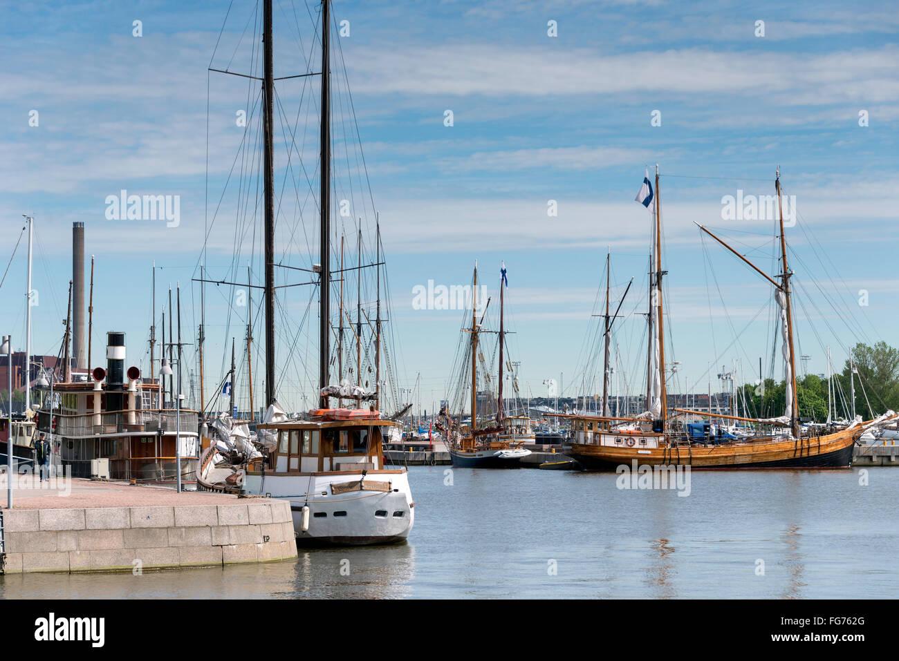 Boats moored on Pohjoisranta (E75), North Harbour (Pohjoissatama), Helsinki, Uusimaa Region, Republic of Finland - Stock Image