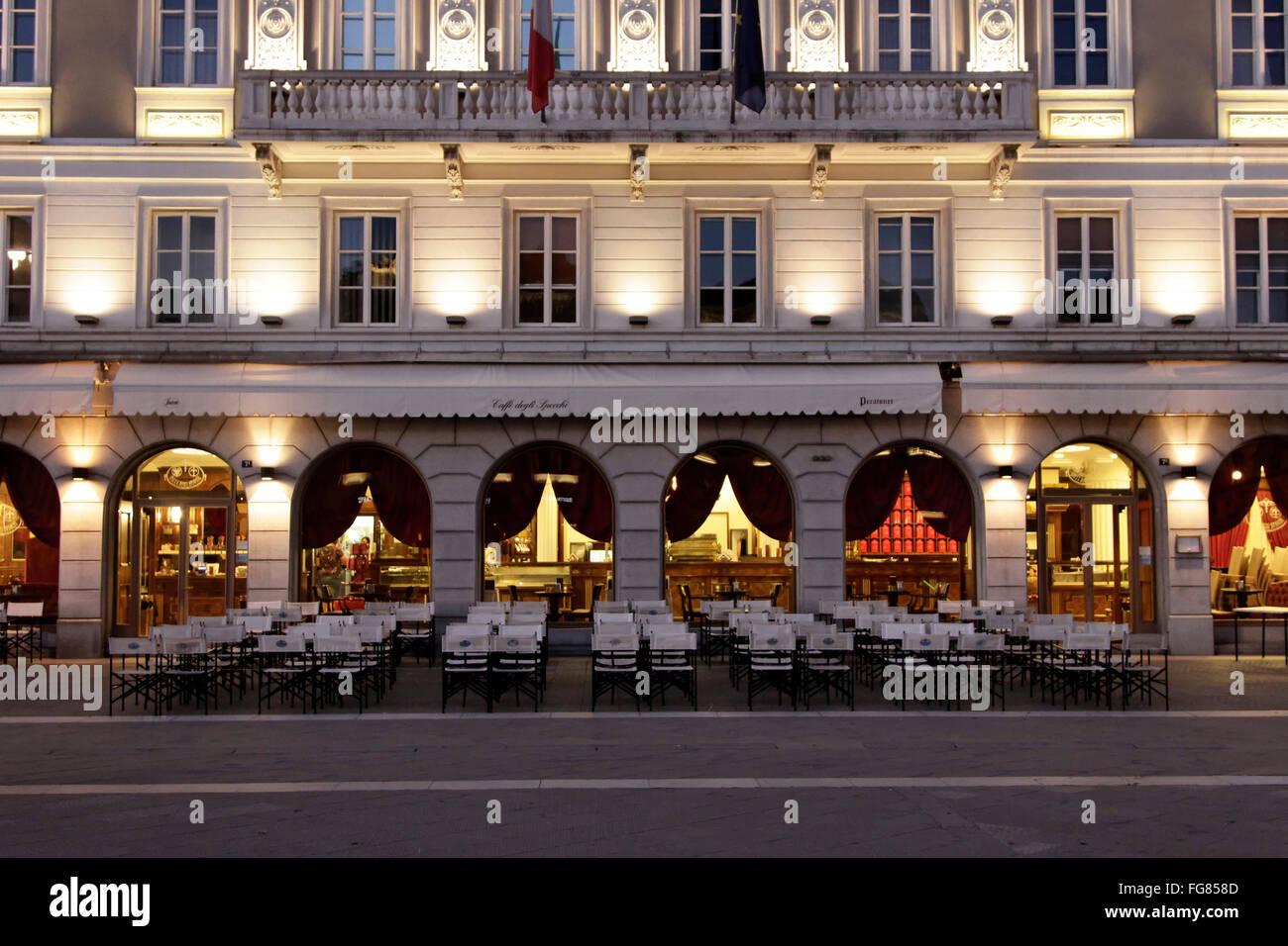 geography / travel, Italy, Trieste, Casa Stratti with Cafe degli Specchi, Piazza Unita, Additional-Rights-Clearance - Stock Image