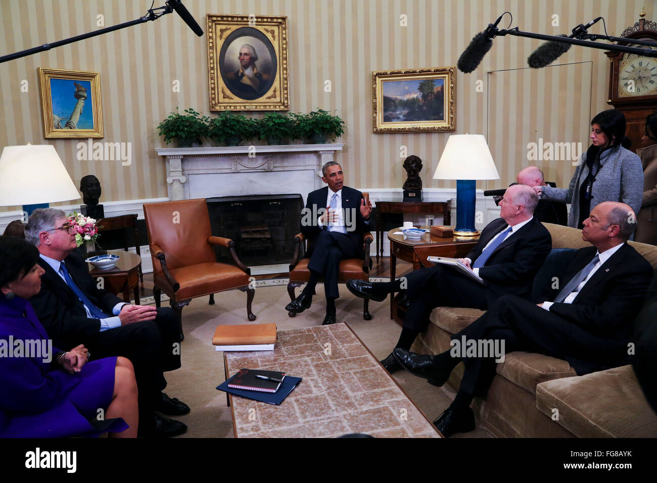 United States President Barack Obama meets with former National Security Advisor Tom Donilon (2R) and former IBM - Stock Image