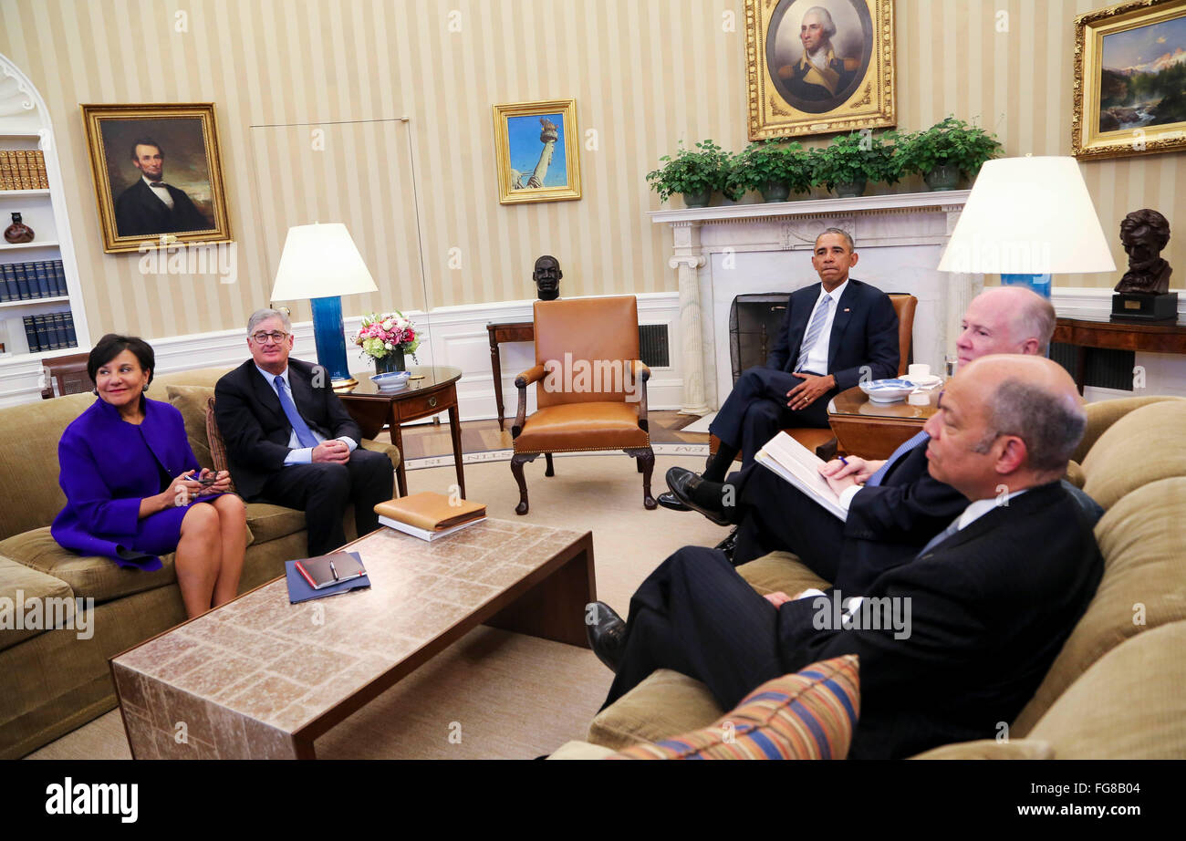 Unted States President Barack Obama meets with former National Security Advisor Tom Donilon (2R) and former IBM - Stock Image
