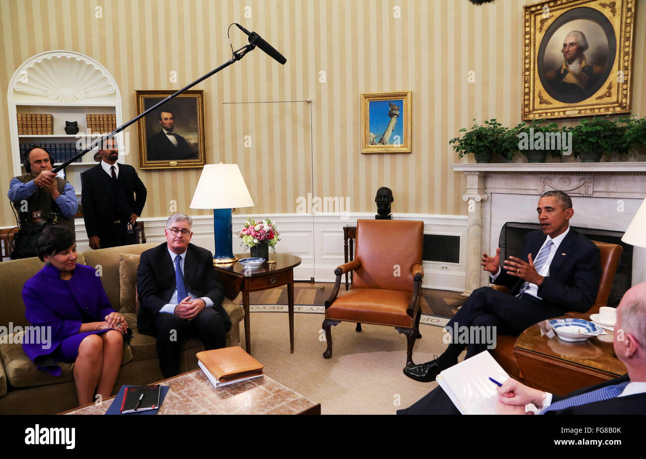 United States President Barack Obama meets with former National Security Advisor Tom Donilon (R) and former IBM - Stock Image