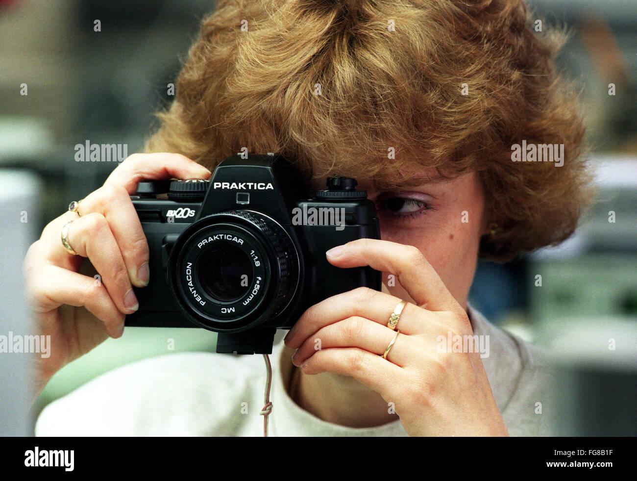 Die 150-jährige Tradition des Kamerabaus in Dresden wird mit der Produktion der Praktica BX20 S in der Jos. - Stock Image