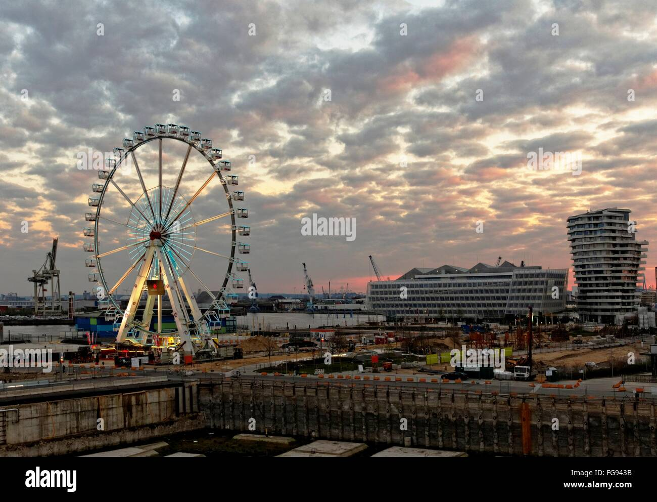 geography / travel, Germany, Hamburg, HafenCity, Grasbrookpark, Ferris wheel, Unilever building, Marco-Polo- Tower, - Stock Image
