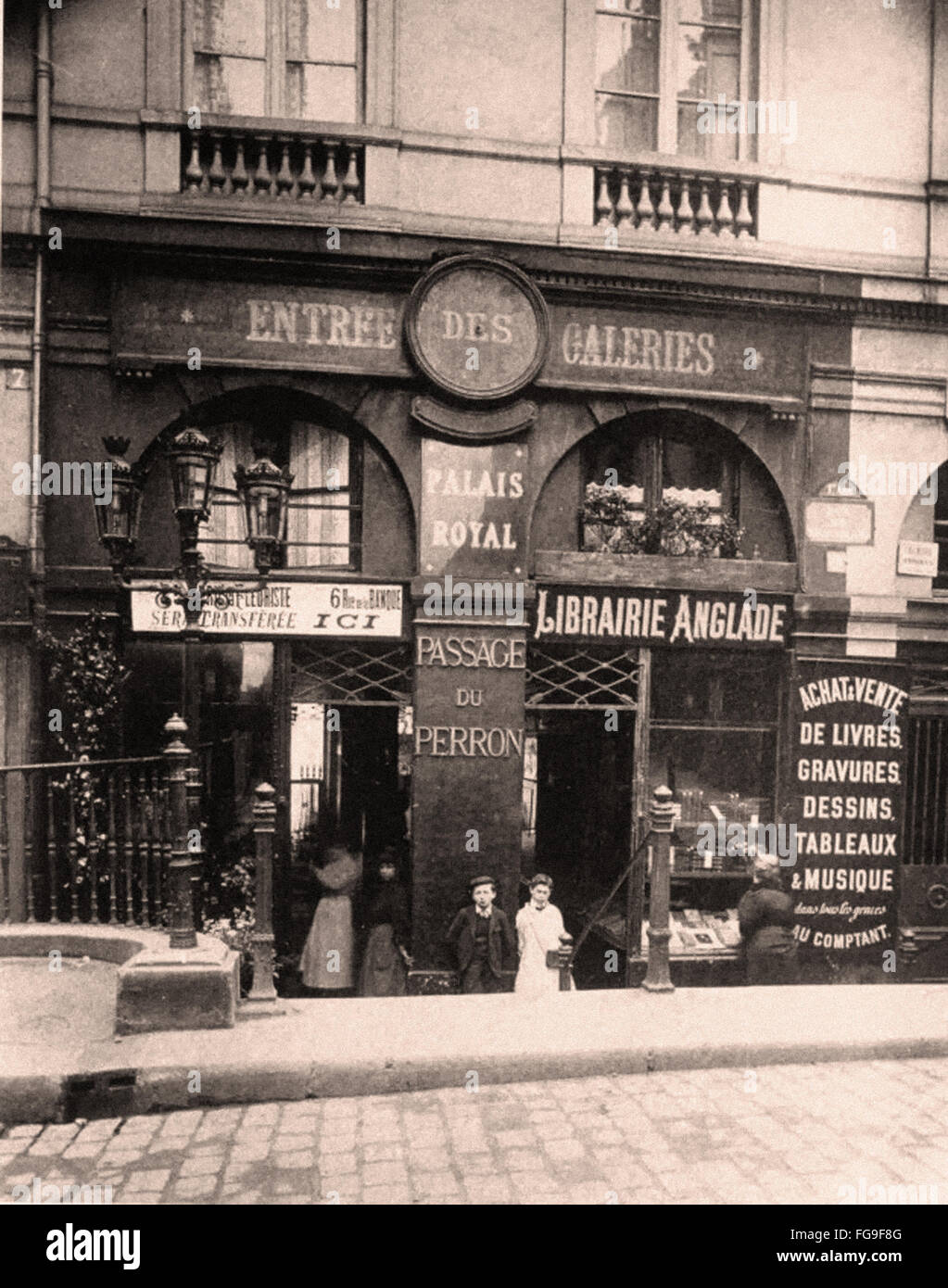 Street scenes of Paris in the Early 20th Century - Stock Image