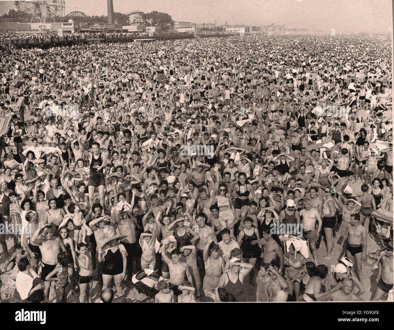 Crowd at Coney Island during the July heatwave     1940 - Stock Image