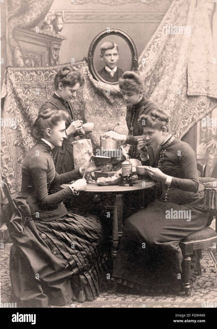 Ladies at tea  Victorian Era 1880 - Stock Image