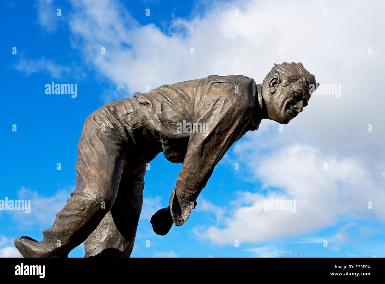 Statue of fast bowler, Fred Truman - Stock Image