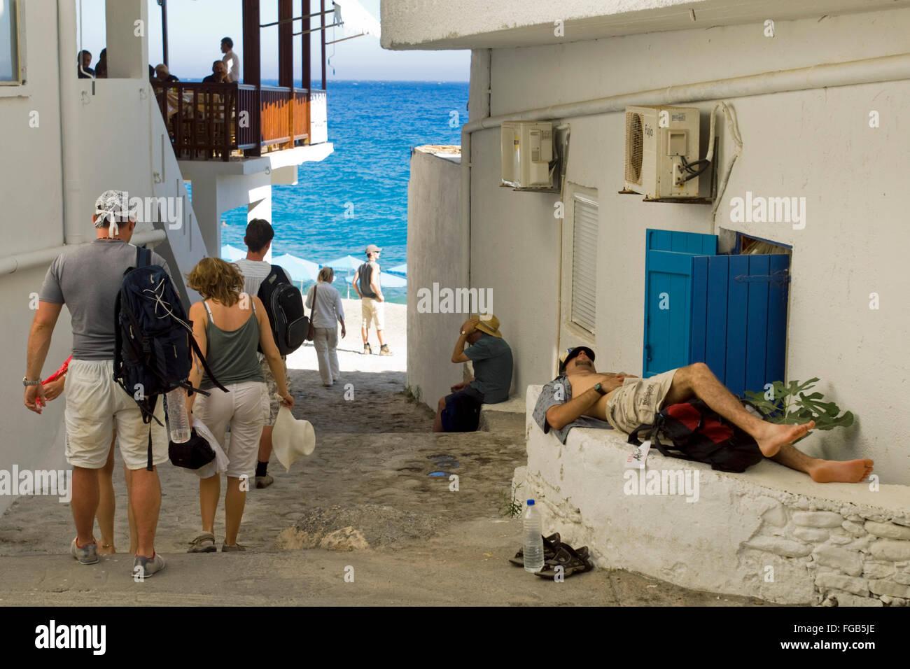 Griechenland, Kreta, Agios Rumeli, viele müde Wanderer aus der Samaria-Schlucht. Stock Photo
