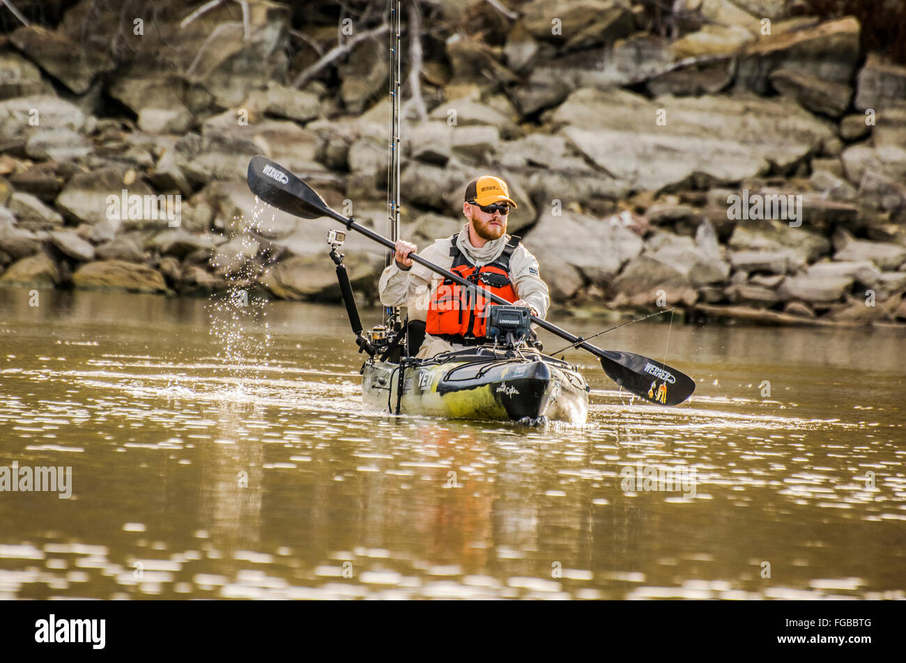 Angler Paddles in Mineral Wells - Stock Image