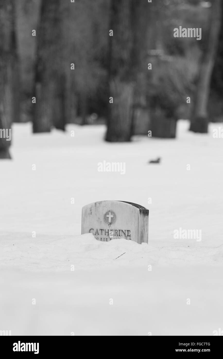 White headstone in the Snow - Stock Image