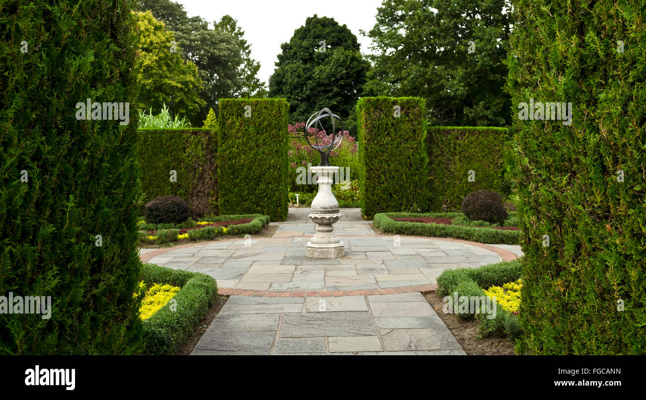 Classical Garden With Cedar Hedges In The Niagara Parks Botanical Gardens  In Niagara Falls, Ontario.
