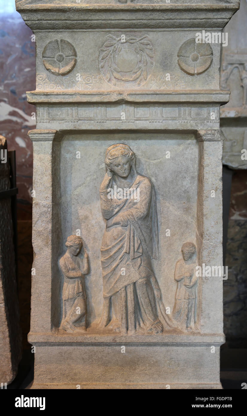 Funerary stele bearing the inscription 'Thalea daughter of Athenagoras, from the city of Oroanna. Found in Smyrna. - Stock Image