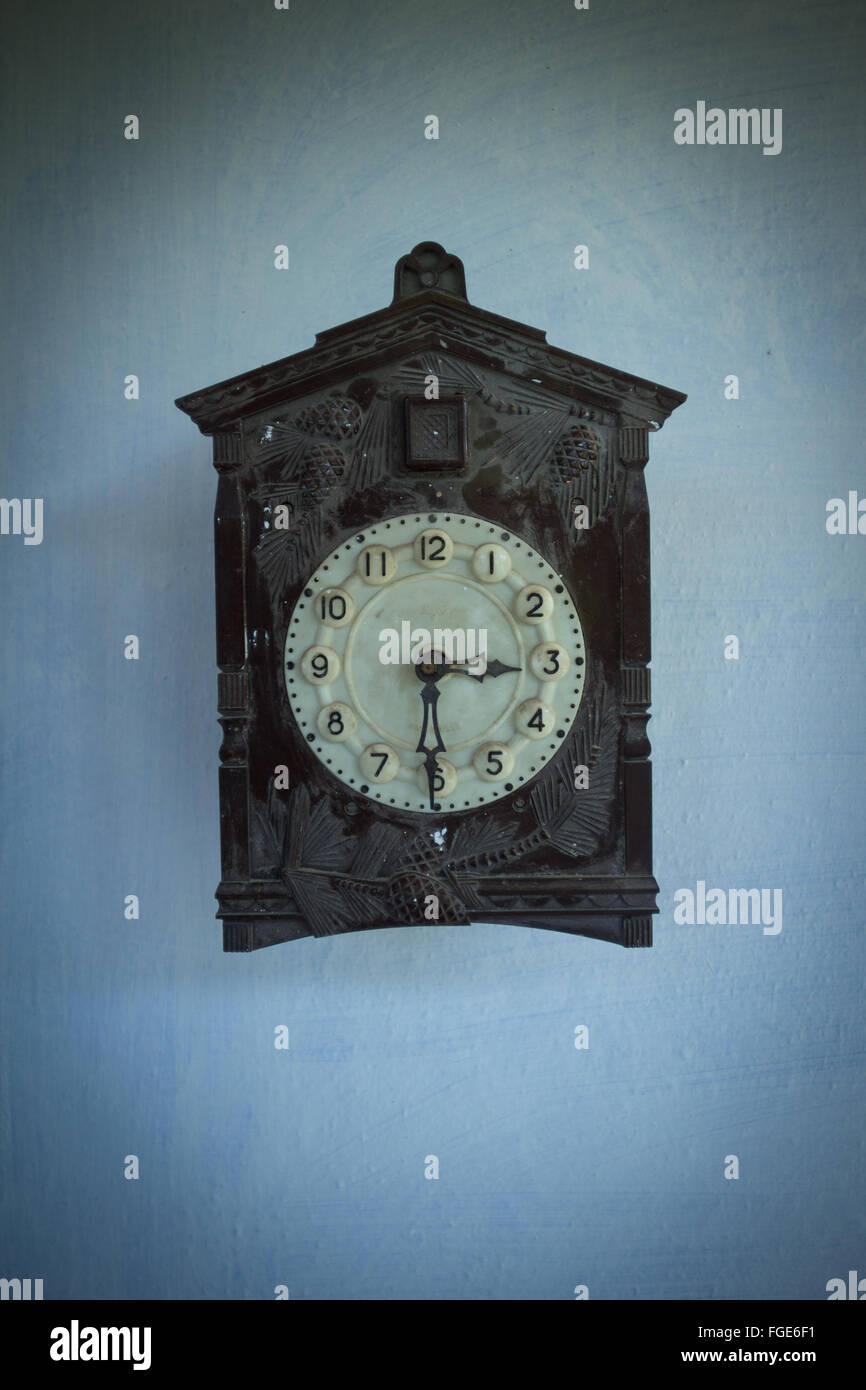 Antique Wall Clock Stock Photos & Antique Wall Clock Stock Images ...