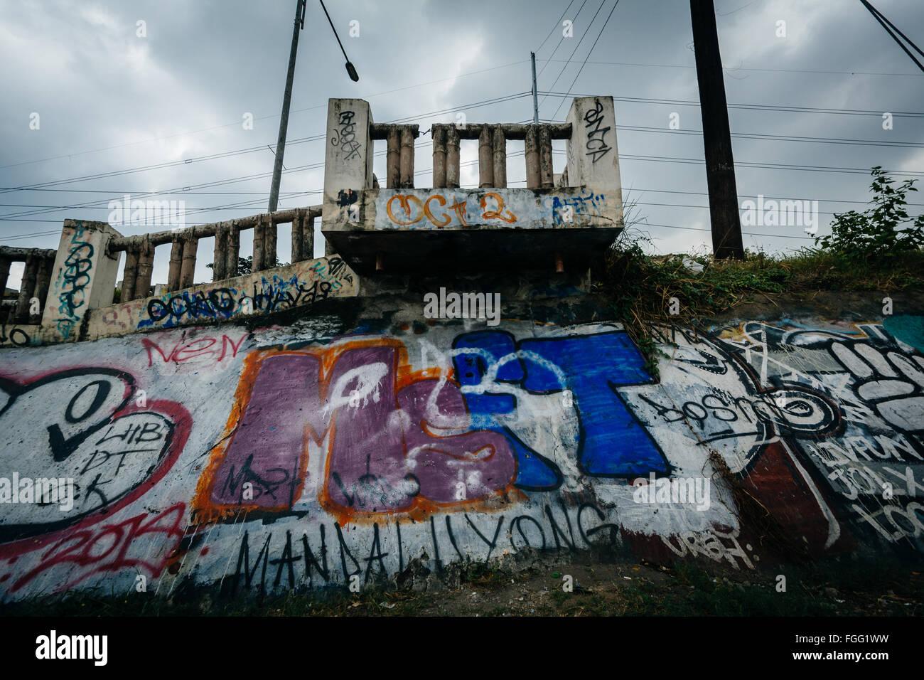 Graffiti along the Pasig River, in Makati, Metro Manila, The Philippines. - Stock Image