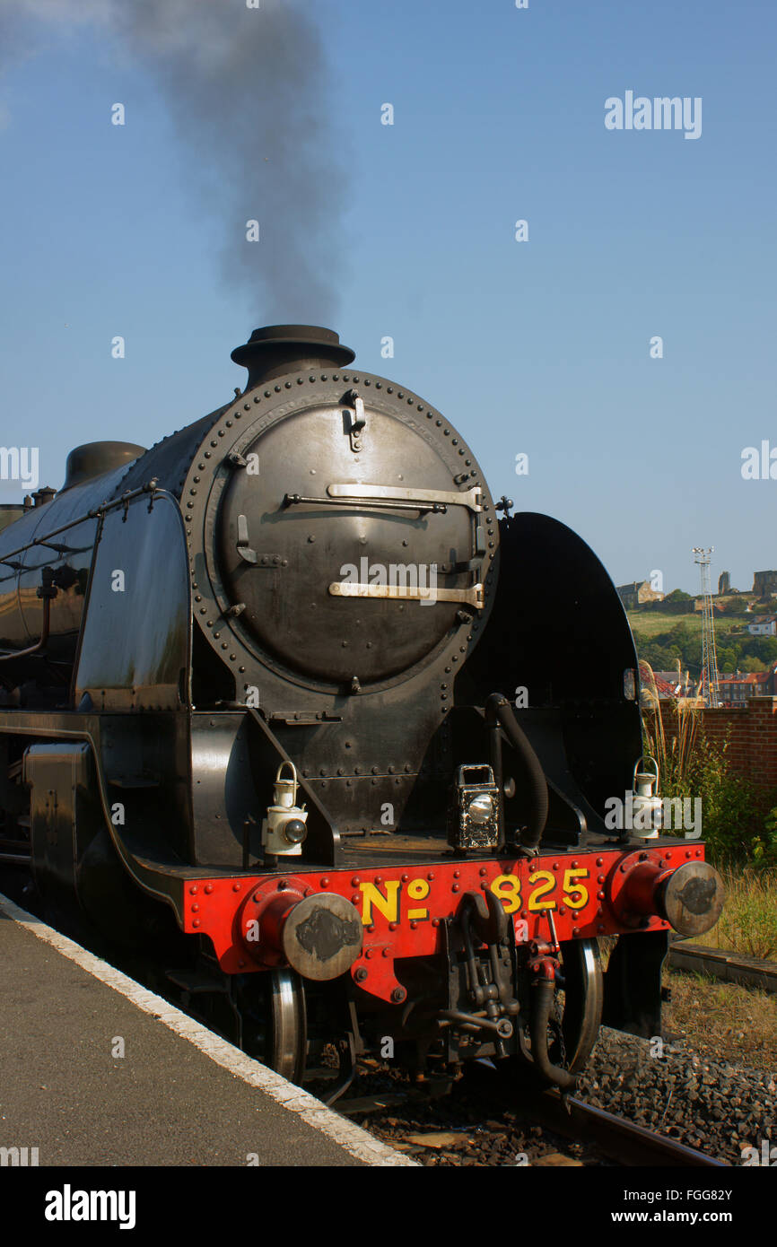 Steam train locomotive Southern 825 standing at Platform 1 Whitby - Stock Image