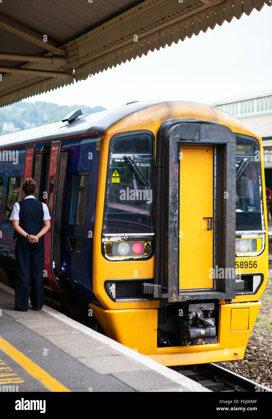Train Standing at Bath Spa Station - Stock Image