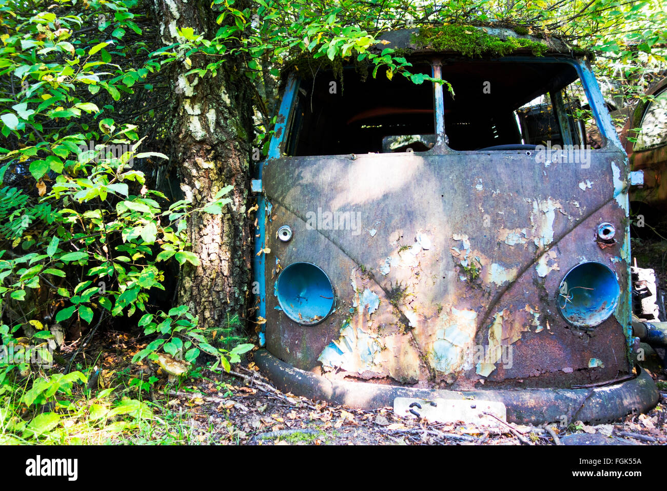 Wrecked Bus Stock Photos & Wrecked Bus Stock Images - Alamy