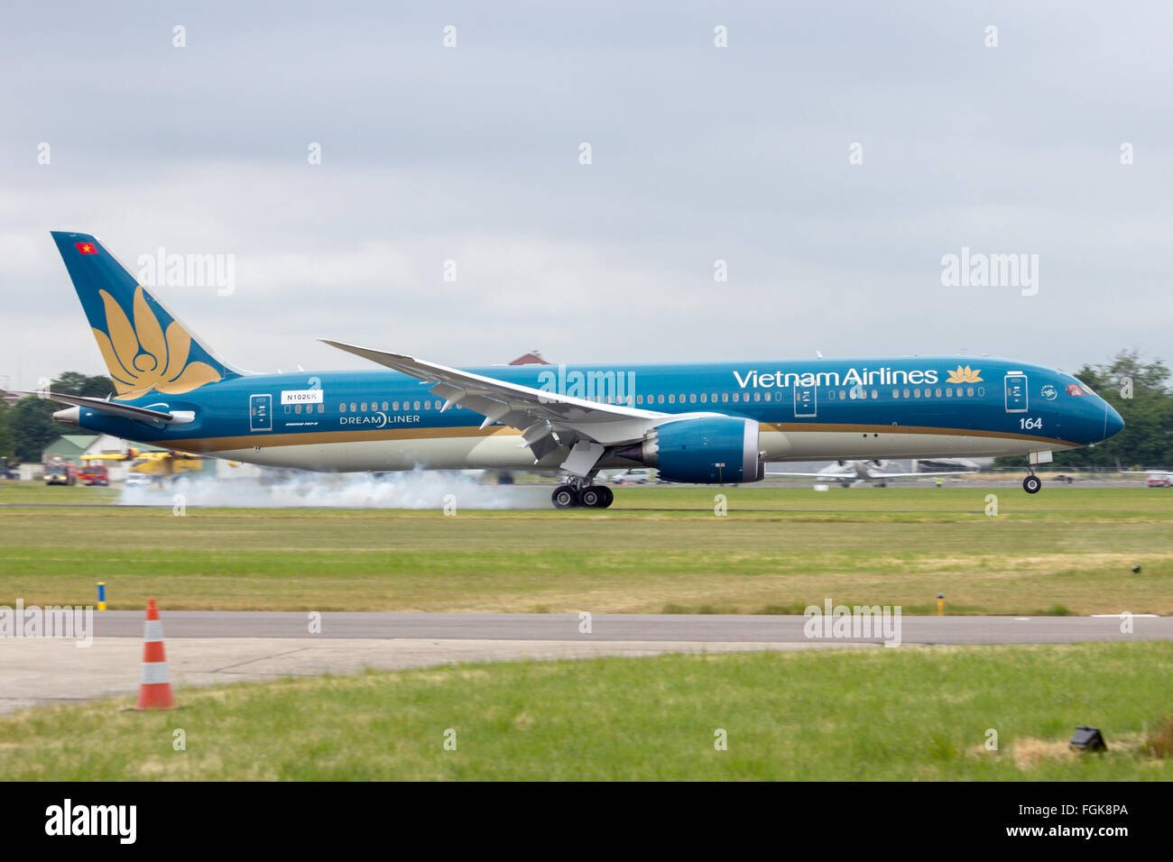 Brand new Vietnam Airlines Boeing 787-900 landing at the 51st International Paris Air show - Stock Image