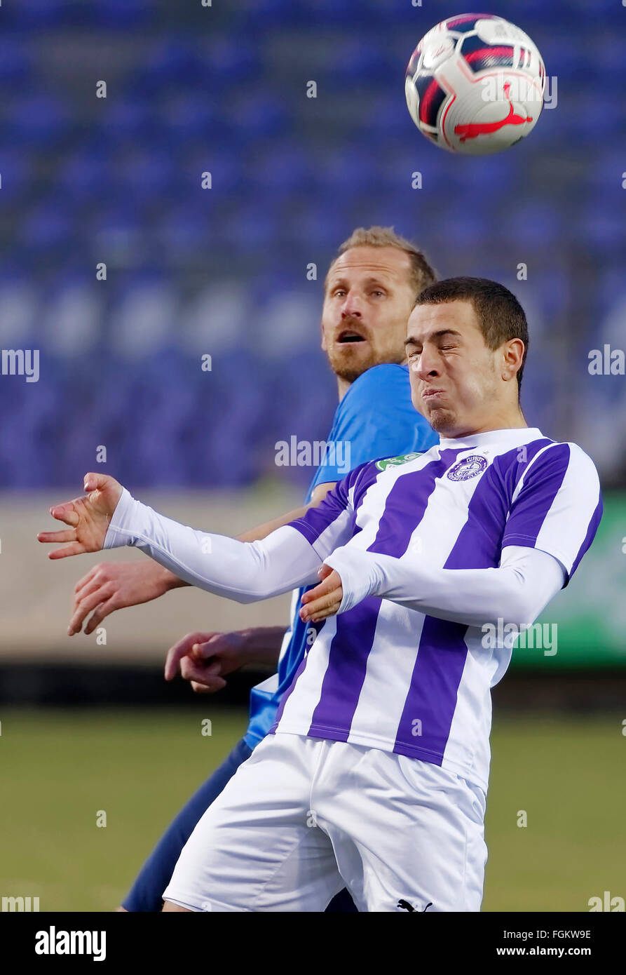 Budapest, Hungary. 20th February,  2016. Air battle between Kylian Hazard of Ujpest (r) and Sandor Torghelle of - Stock Image