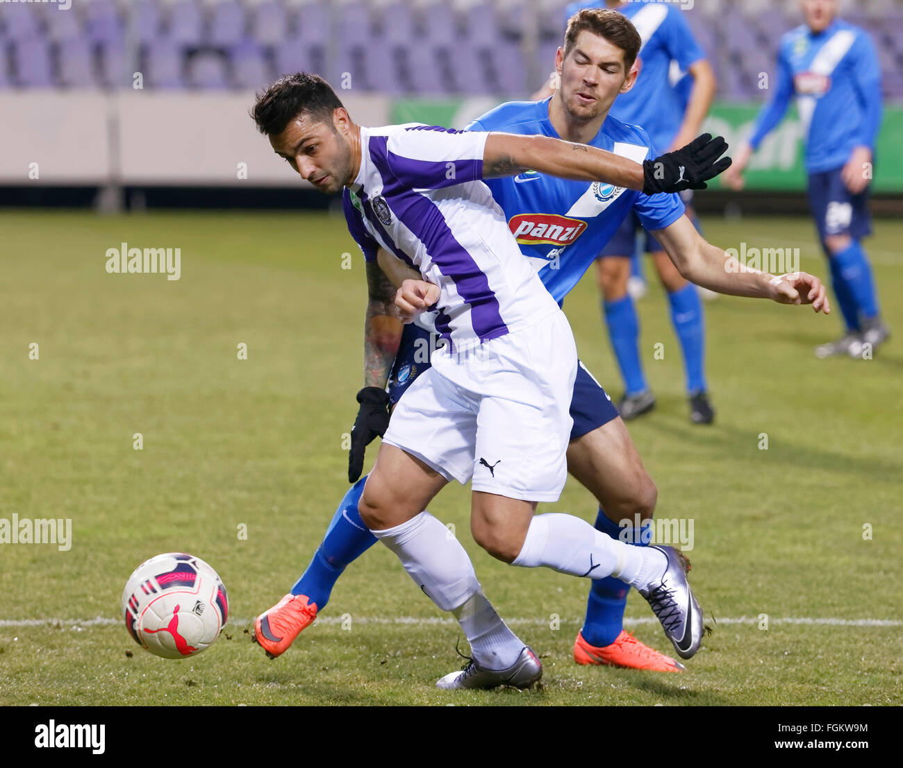 Budapest, Hungary. 20th February,  2016. Duel between Laszlo Lencse of Ujpest (l) and Barnabas Bese of MTK during - Stock Image