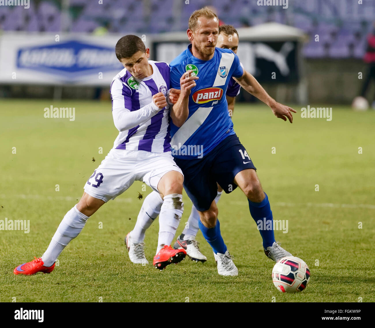 Budapest, Hungary. 20th February,  2016. Duel between Enis Bardhi of Ujpest (l) and Sandor Torghelle of MTK during - Stock Image