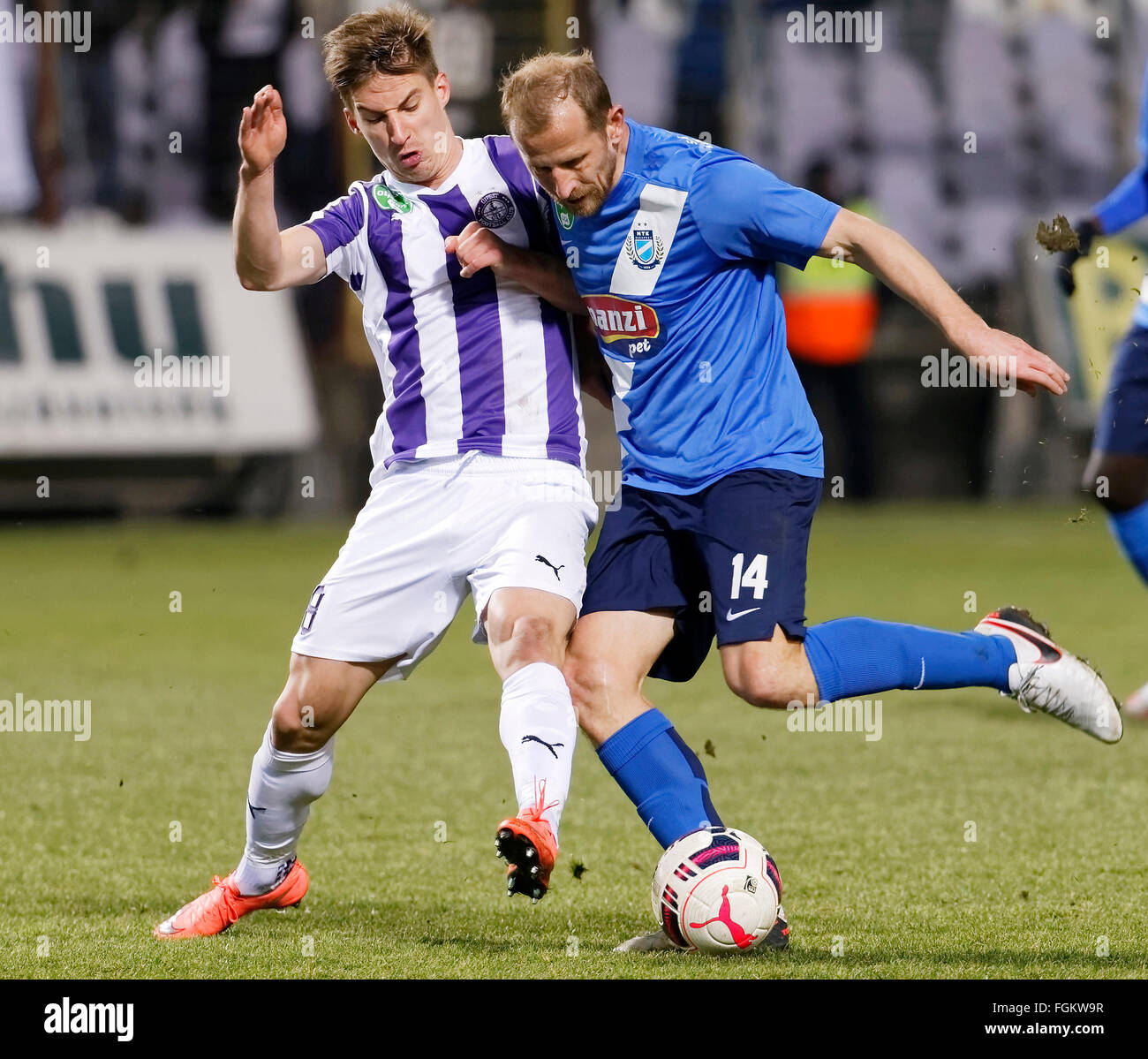 Budapest, Hungary. 20th February,  2016. Balazs Balogh of Ujpest (l) tries to stop Sandor Torghelle of MTK during - Stock Image