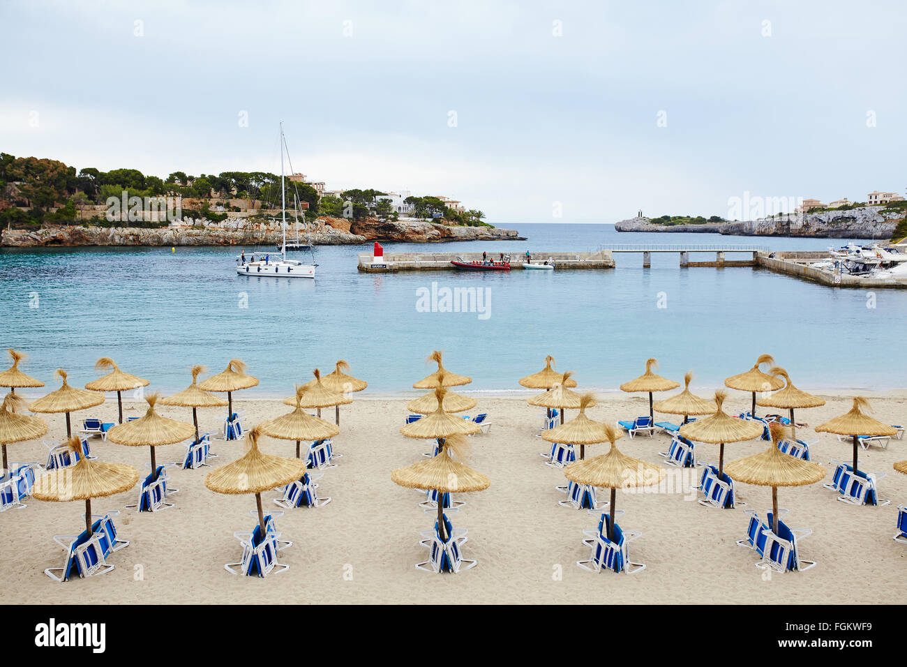 Group of umbrellas and sunloungers - Stock Image