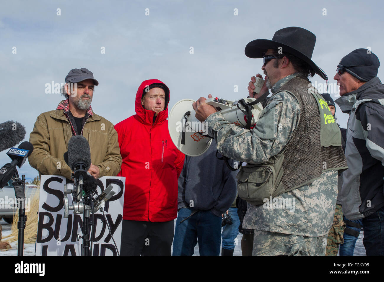 Kieran Suckling and Pete Santilli Faceoff during the Occupation of Malheur National Wildlife Refuge - Stock Image