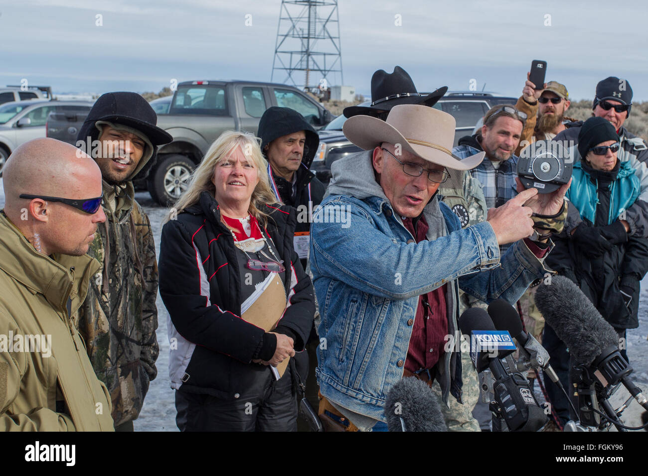 LaVoy Finicum shows off surveillance camera supposedly confiscated from the FBI during the Occupation of the Malheur - Stock Image