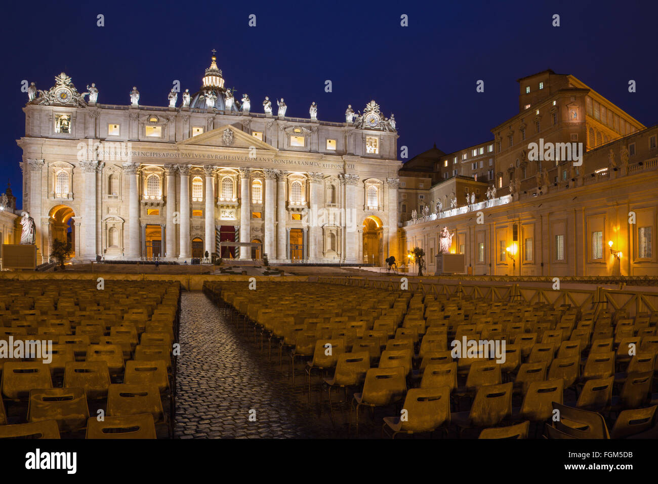 Rome - St. Peter's Basilica - 'Basilica di San Pietro' and the square at dusk before of Palm Sunday. - Stock Image