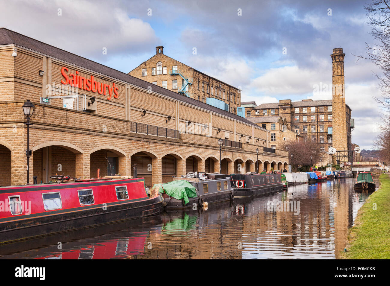 Narrowboats moored beside Sainsbury's on the Huddersfield Broad Canal, Huddersfield, West Yorkshire, England, - Stock Image