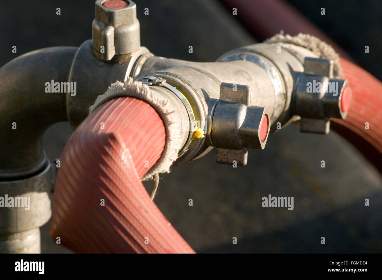 fire hose hoses hydrant hydrants water pipe pipes rubber high pressure flow rate flowing - Stock Image