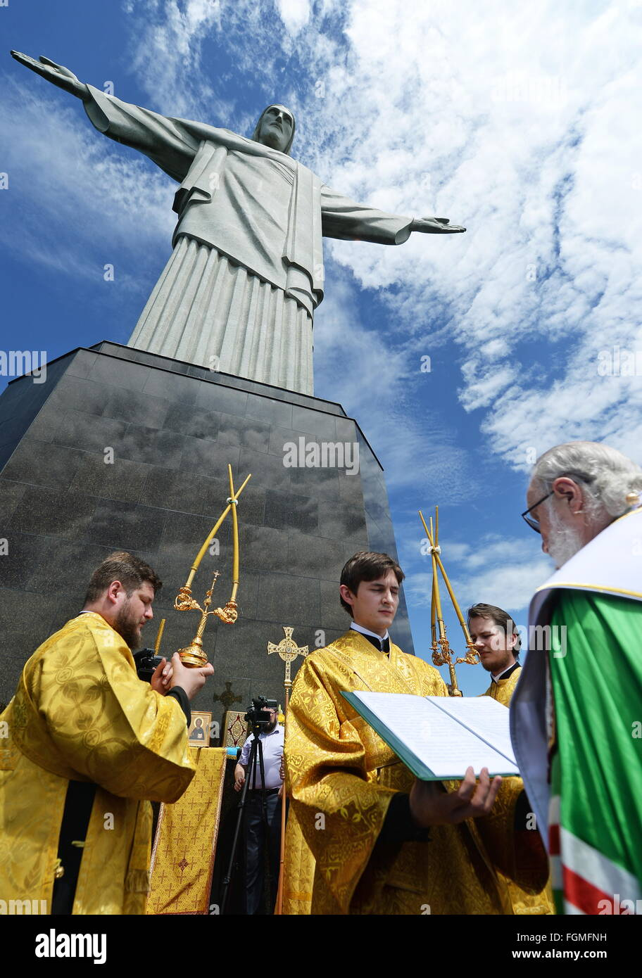 RIO-DE-JANEIRO, BRAZIL.FEBRUARY 19, 2016. Patriarch Kirill (R) of Moscow and All Russia conducts a service by he Stock Photo
