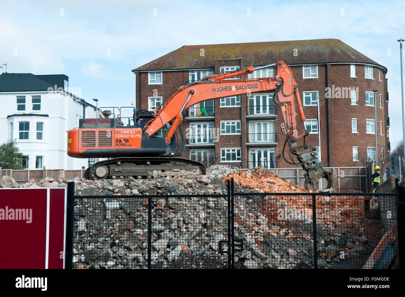A Hitachi Zaxis 470 LCH Crawler Excavator with grabber attachment being used for building demolition work - Stock Image