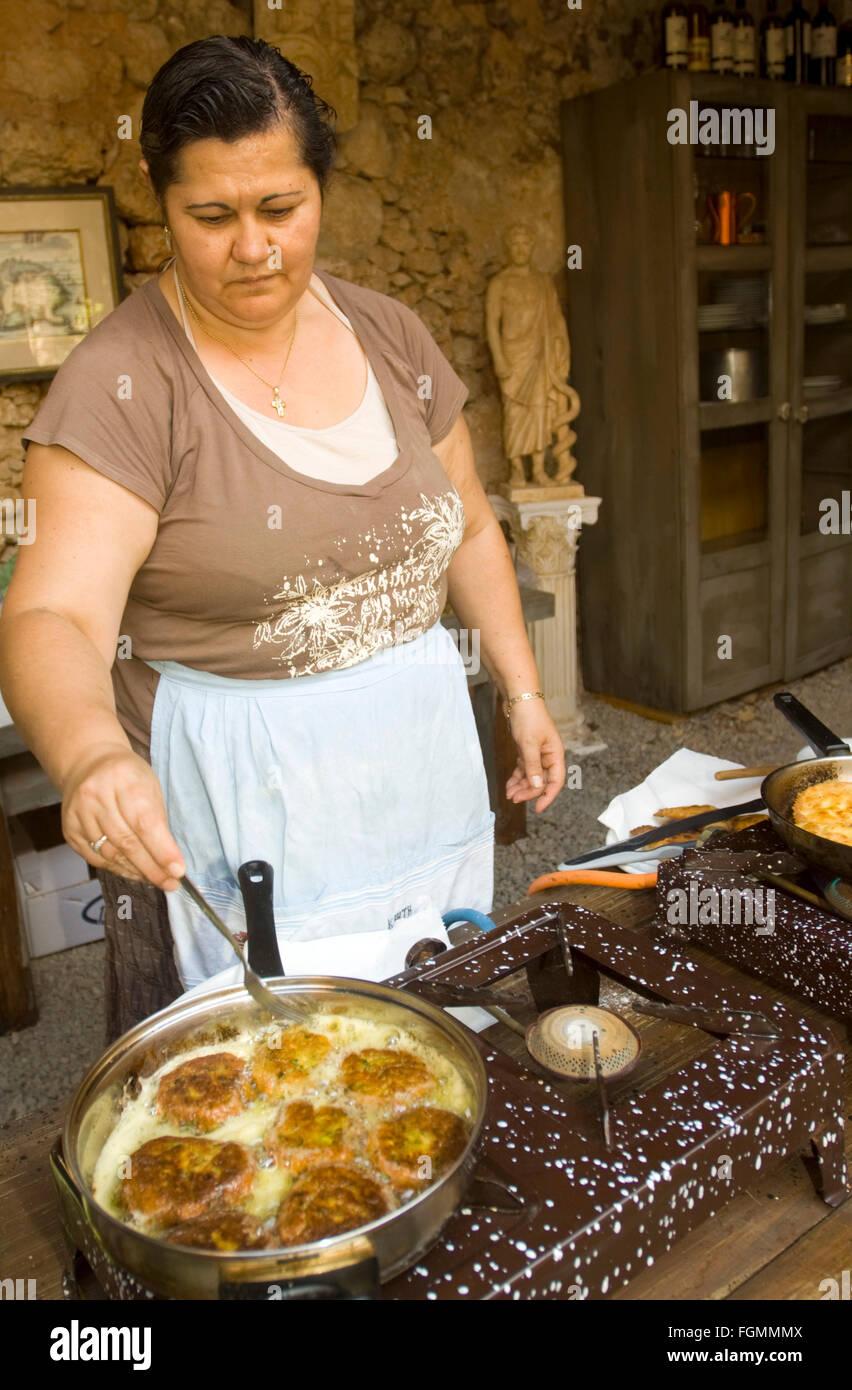 Griechenland, Kreta, Vamos, in der Ruine der alten Mühle finden Kochkurse statt. Stock Photo