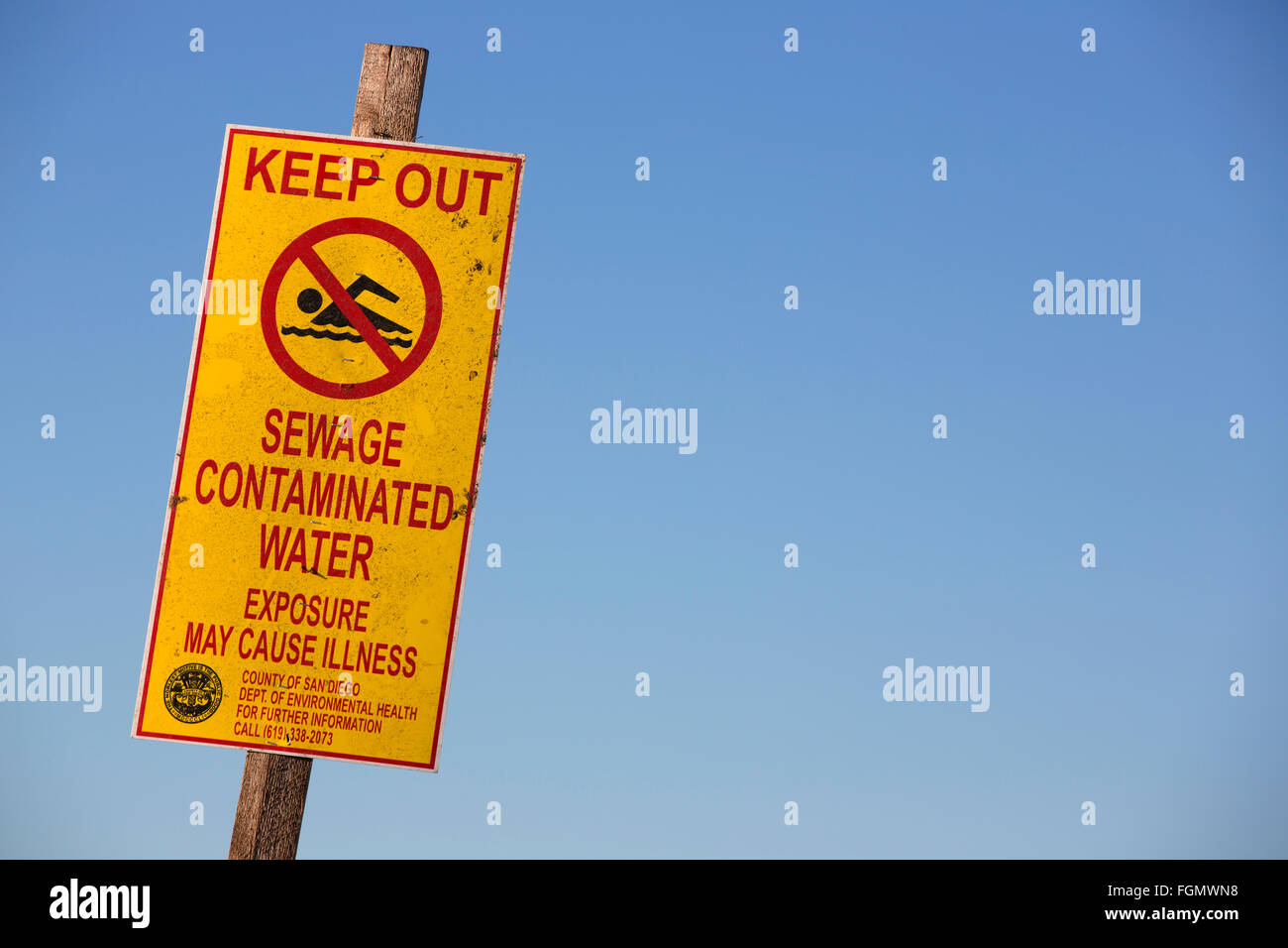 water pollution warning on the US side of the border with Tijuana, Mexico, Tijuana River National Estuarine Research - Stock Image