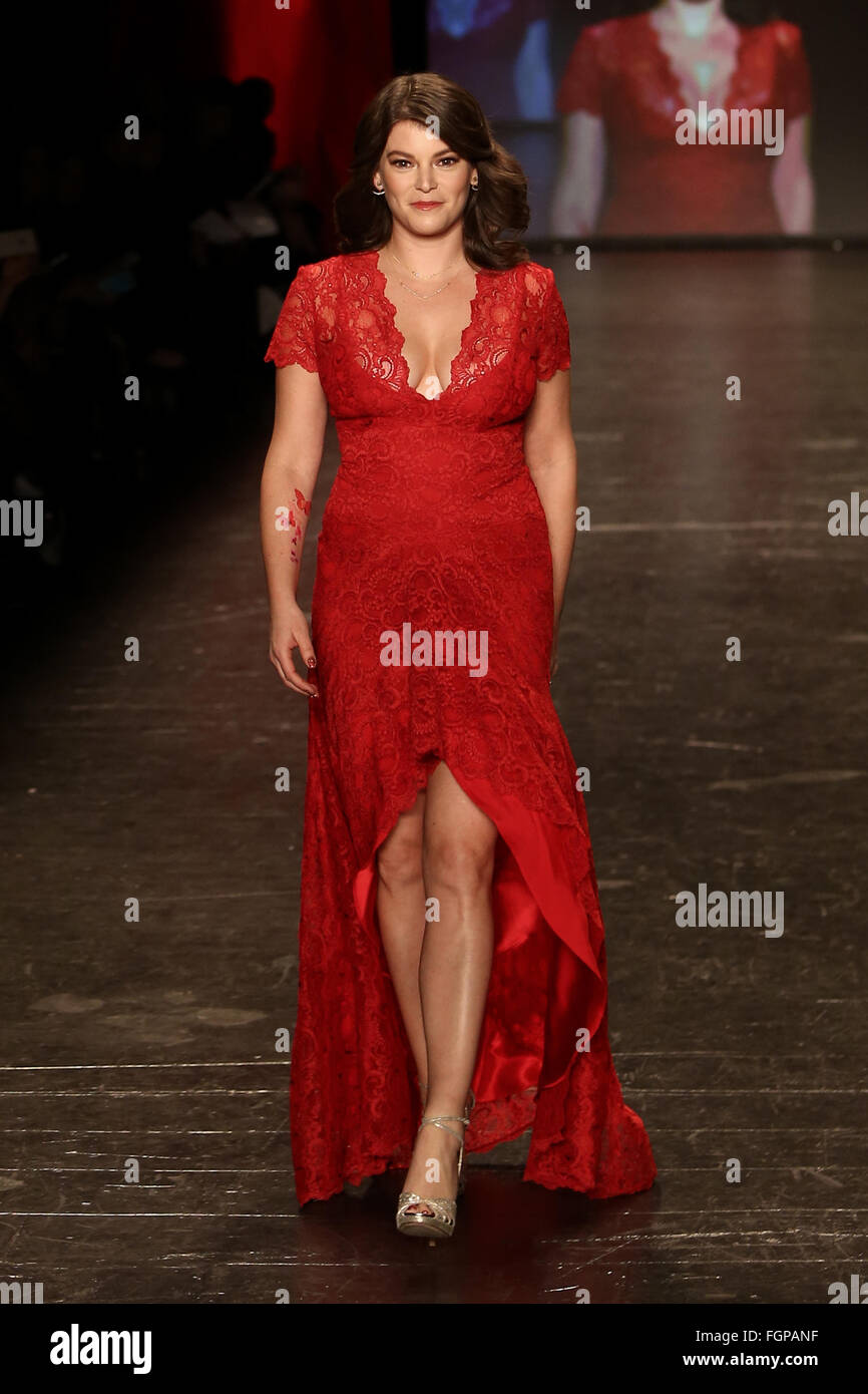 Gail Simmons wears Nicole Miller at Go Red for Women Red Dress Collection 2016 at New York Fashion Week. - Stock Image