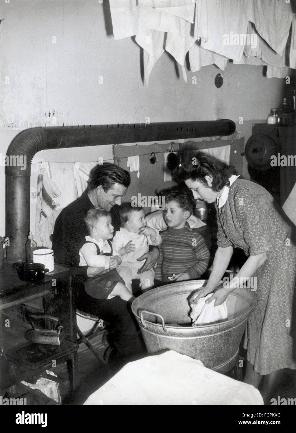 geography / travel, Germany, Munich, people, housing shortage, family with three children in makeshift flat, circa - Stock Image