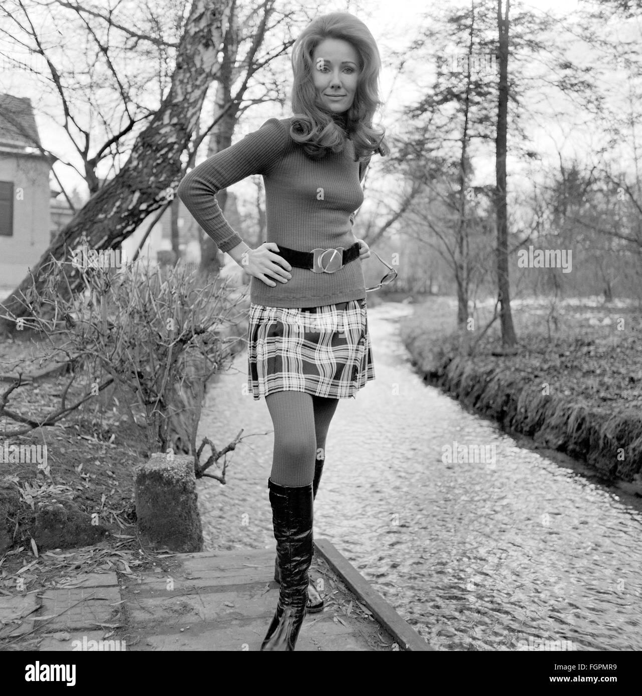 beyonce sexy short skirts