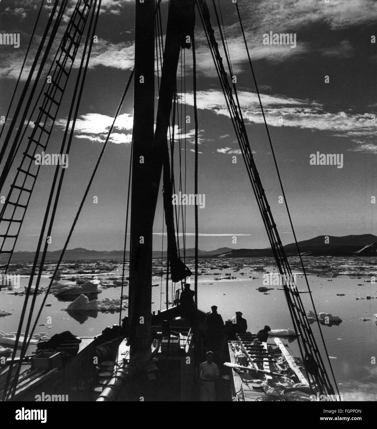 expeditions, polar expedition, ship near the North East coast of Greenland, circa 1960, Additional-Rights-Clearences - Stock Image