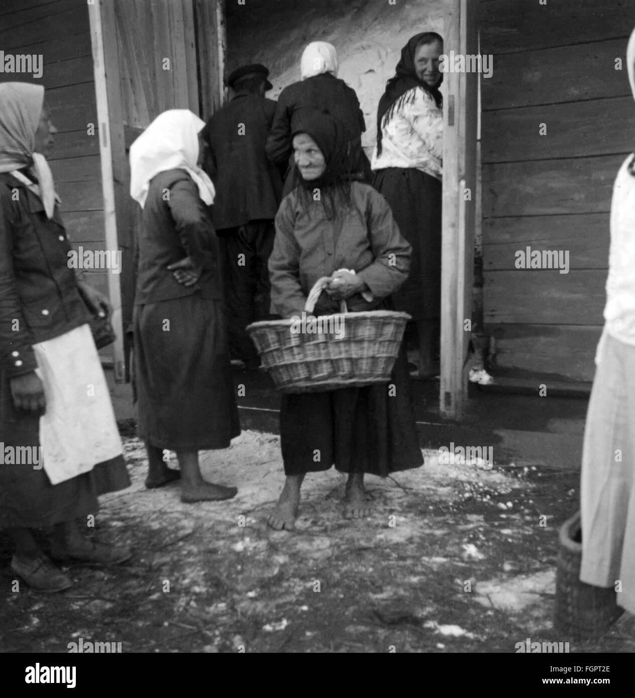 Second World War / WWII, Soviet Union, civilian population, summer 1941, Ukrainian women queuing for flour, photo - Stock Image