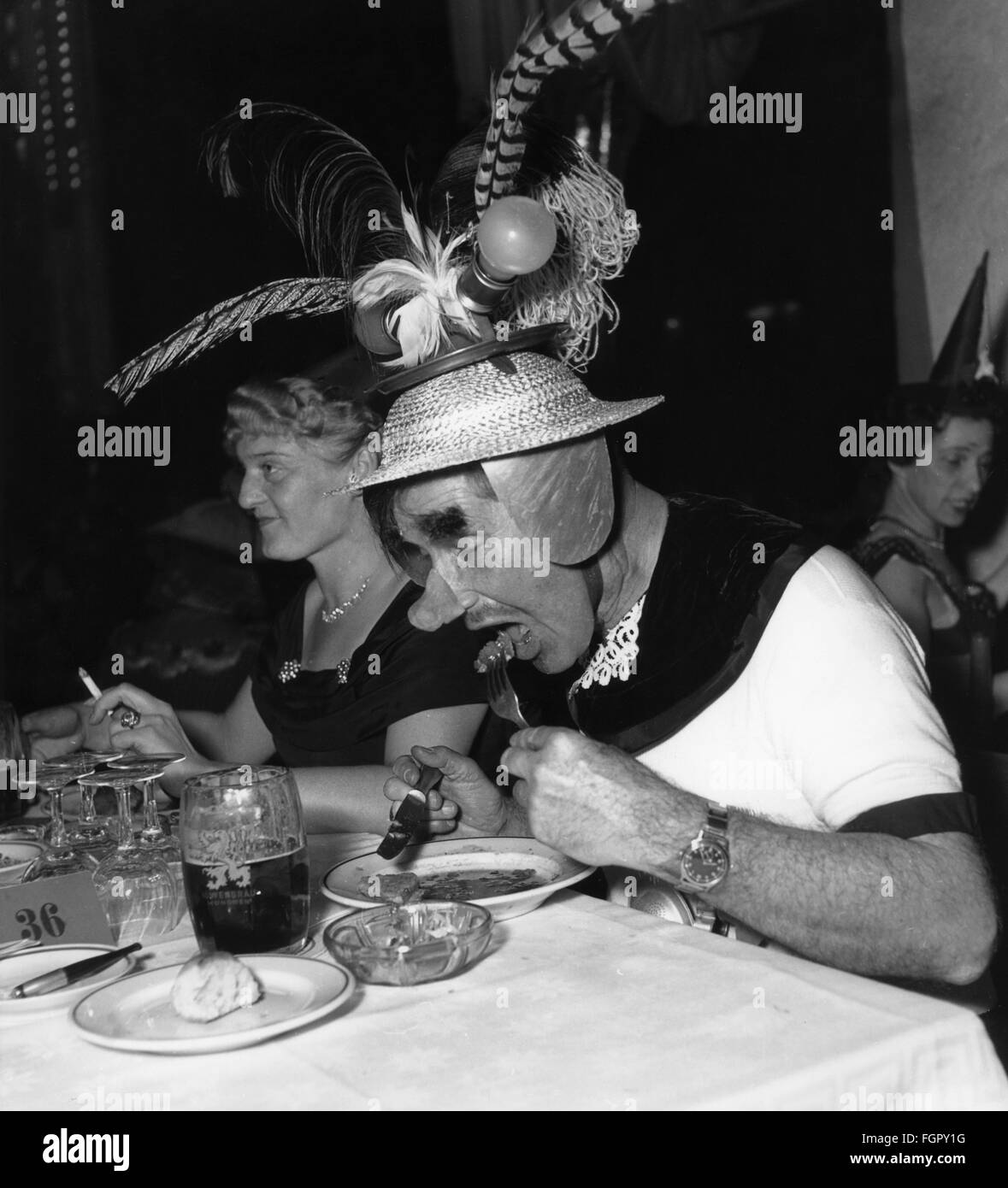 festivities, carnival, feast of the 'Damische Ritter' corporation, man with feather hat eating, Löwenbräukeller, - Stock Image