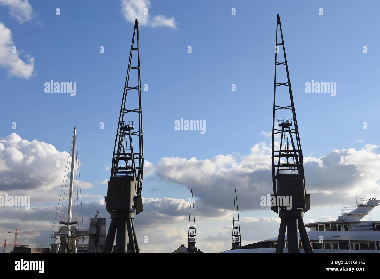 Dockland Cranes, Excel, Royal Victoria Dock, Docklands ...