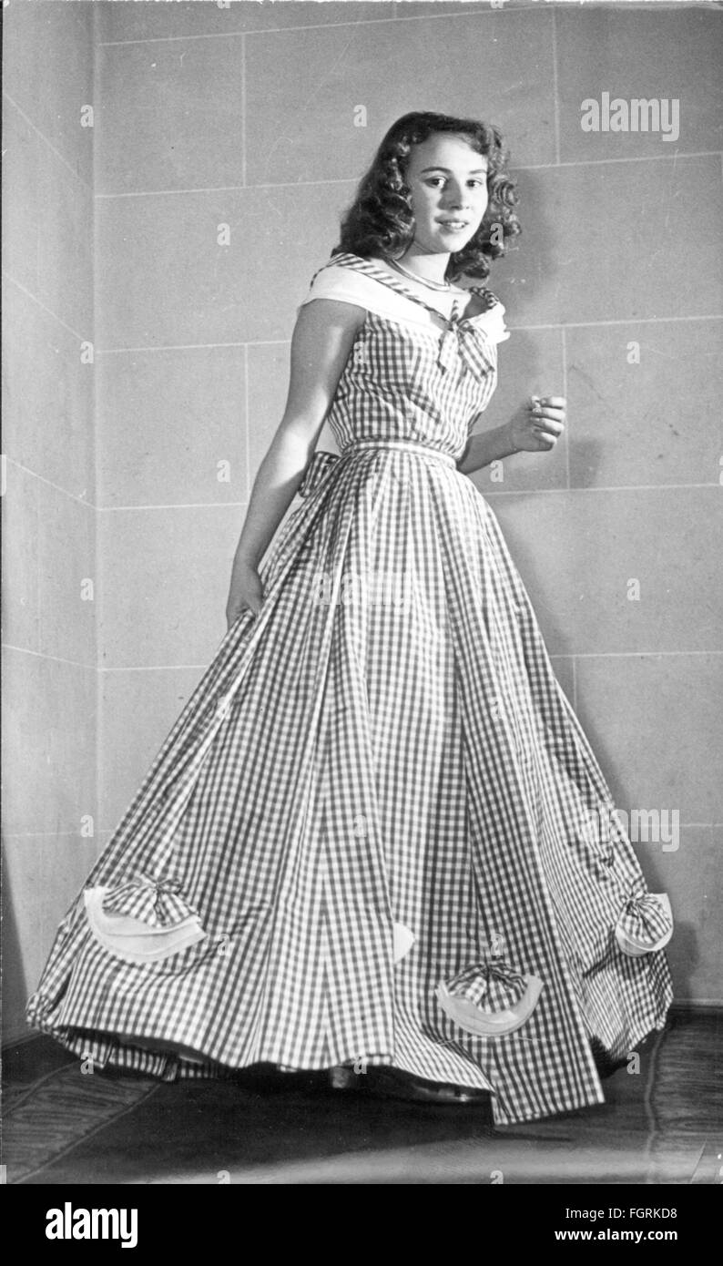 Evening Gown 1950s Stock Photos Amp Evening Gown 1950s Stock