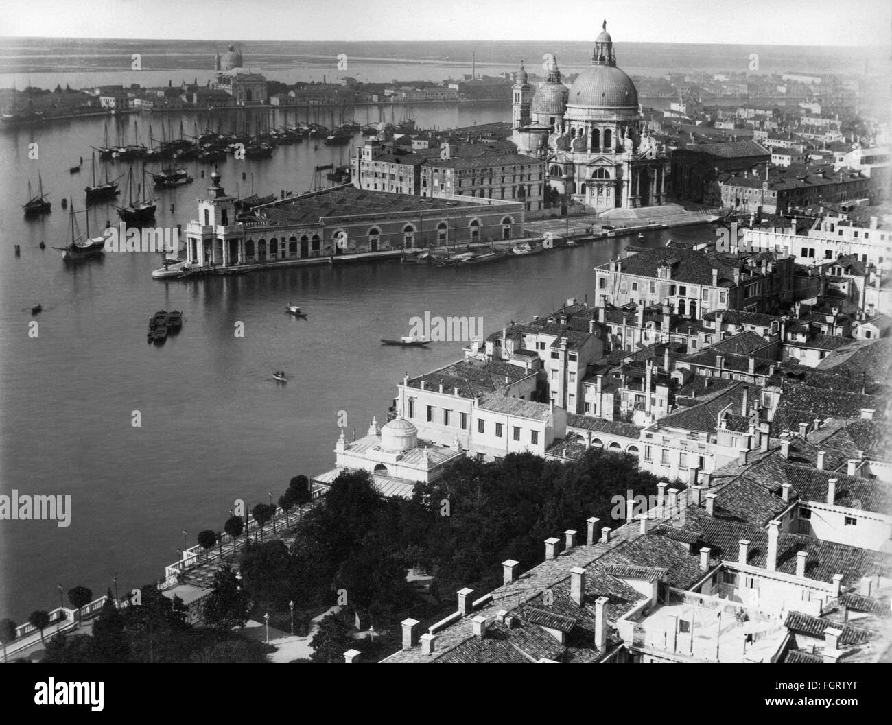 geography / travel, Italy, Venice, Canal Grande, view to the entrance and the church Santa Maria della Salute, late - Stock Image